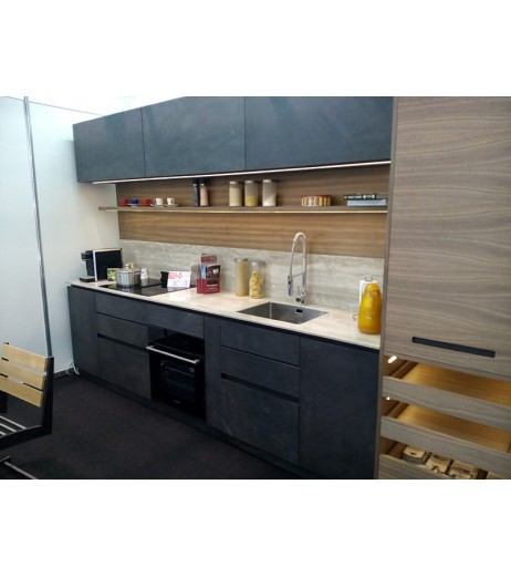 Кухня с фурнир от естествен камък